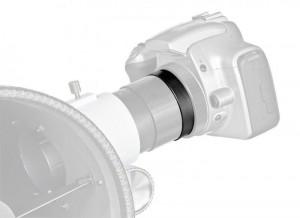 So wird eine Kamera mit dem Teleskop dank Adapter verbunden.